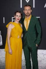 claire-foy-ryan-gosling-attend-first-man-premiere-in-washington-dc_1_1